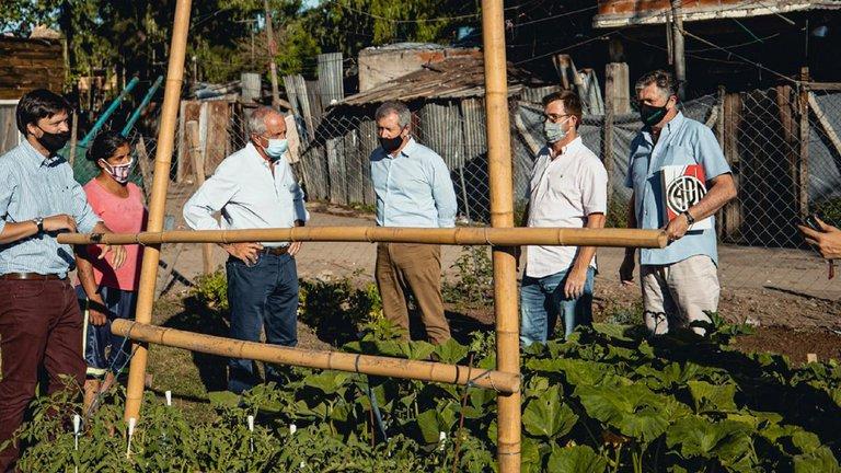 Emilio Monzó, Rodolfo D'Onofrio y Nicolás Massot recorriendo El Garrote junto a Proyectar ONG